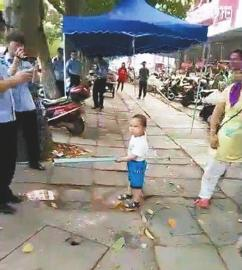 男孩钢管对抗城管好笑吗?