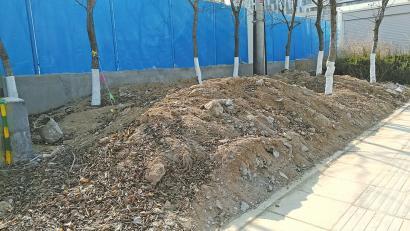 日照路建筑垃圾堆再遭投诉