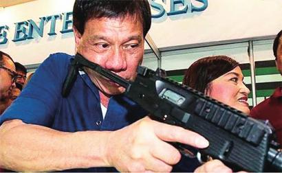 菲军空袭反政府武装回应撕票威胁