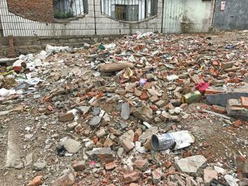 华信路建筑垃圾裸露