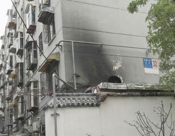 油烟扰民杂物乱放居民生活很受影响
