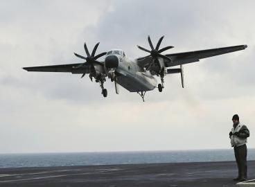 美海军一架军机坠海 机上载有11人