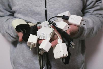 您手里闲着几个手机充电器?