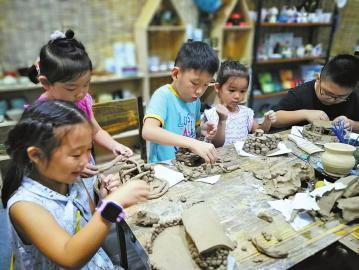 陶画洛文化传播中心 用陶艺把生活雕琢成诗