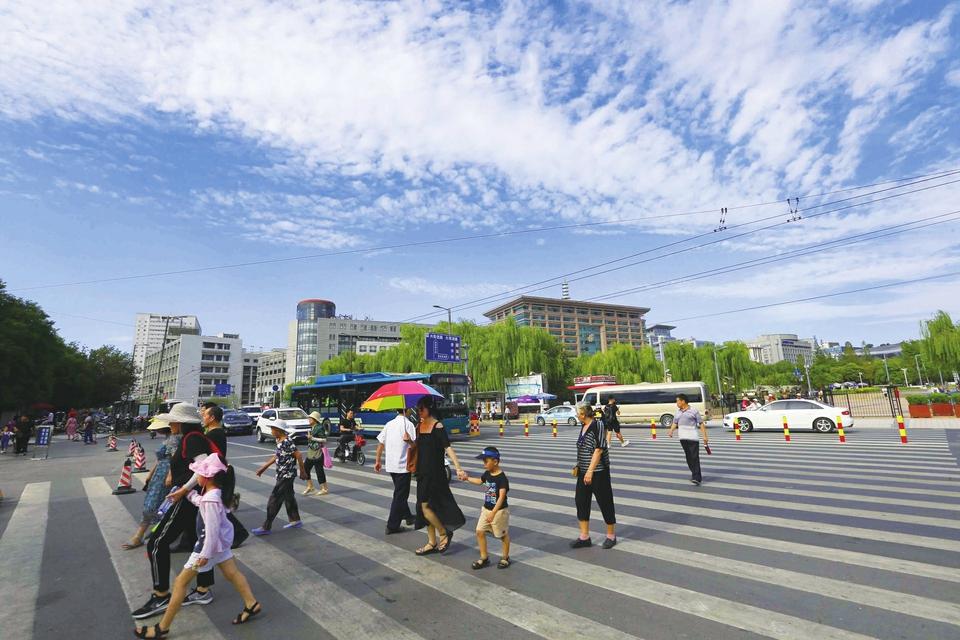 济南:蓝天白云好个秋