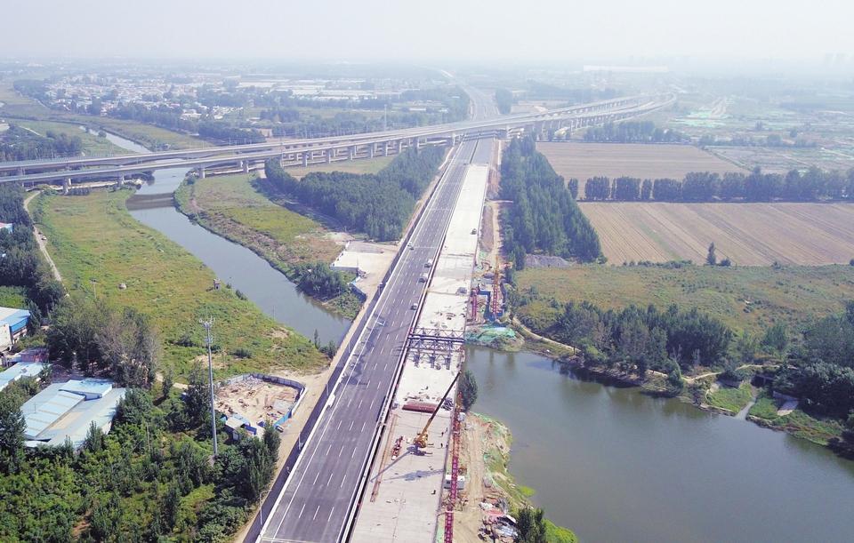 济青高速改扩建工程跨小清河特大桥合龙