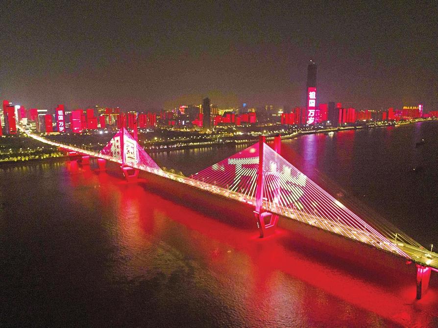 全国城市灯光秀缤纷闪现 祝福祖国