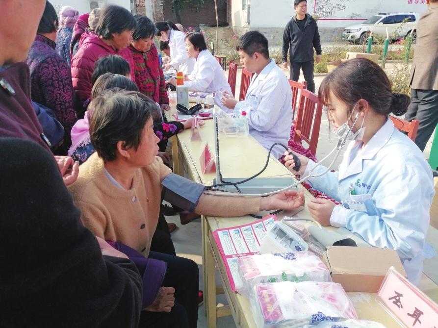 市乡村振兴服务队章丘四队在曹范街道孟张村开展联合义诊活动