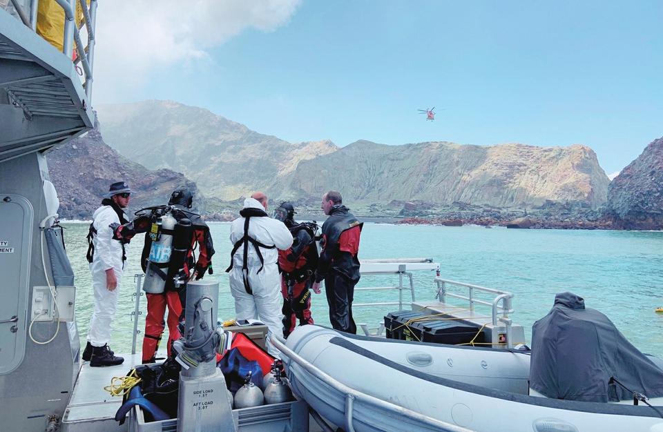 新西兰火山喷发事故已造成14人丧生 两名受伤中国公民恢复意识