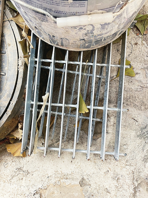 """南部山区污水入户收集环节被众多村民质疑——污水收集""""最后一米""""打不通管道一下雨就淤积"""