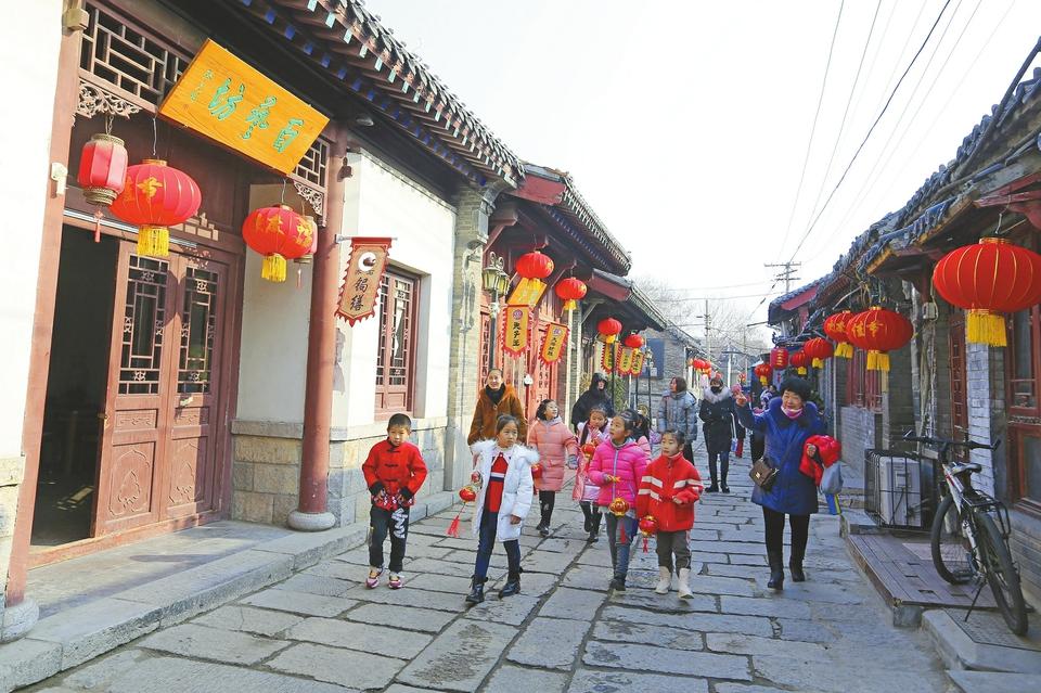 【我们的节日·春节】逛老街 迎新春