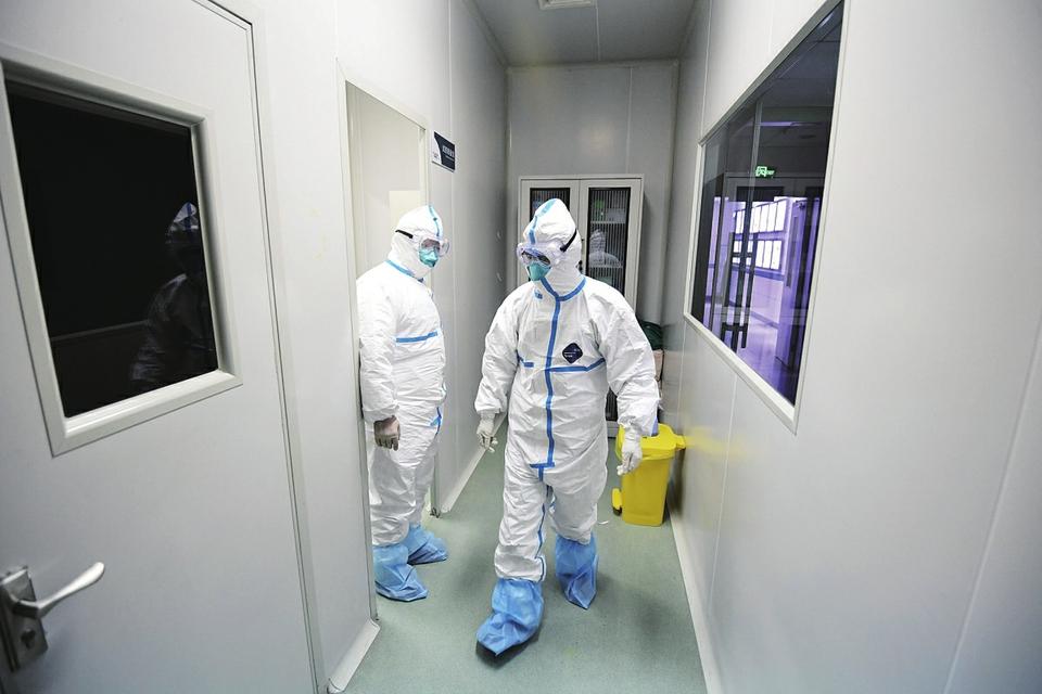 """《镜头里的济南战""""疫""""》系列报道① 离病毒最近的人"""