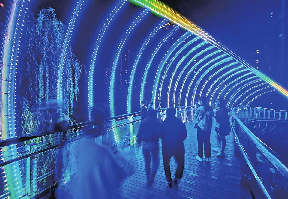 彩虹桥扮靓济南腊山河