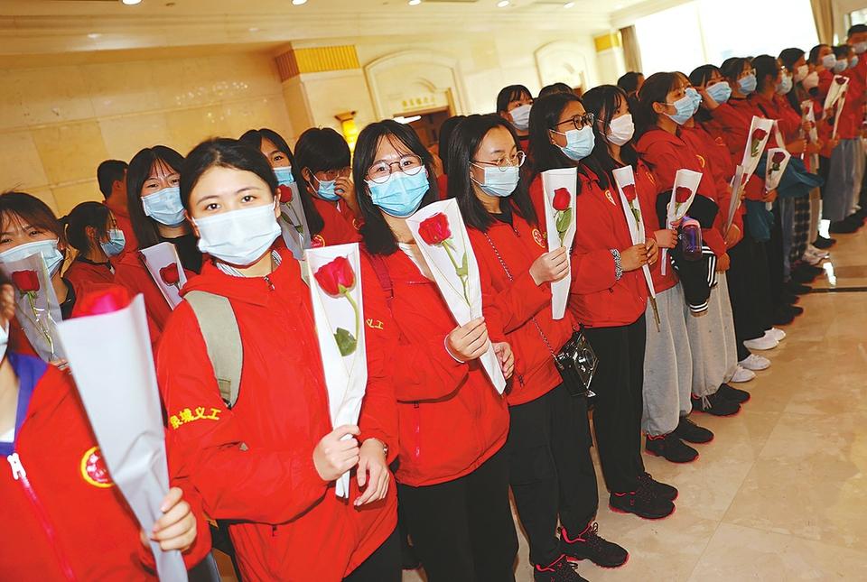 101位泉城义工自湘西载誉归来 3年间已有8批400余名泉城义工奔赴湘西