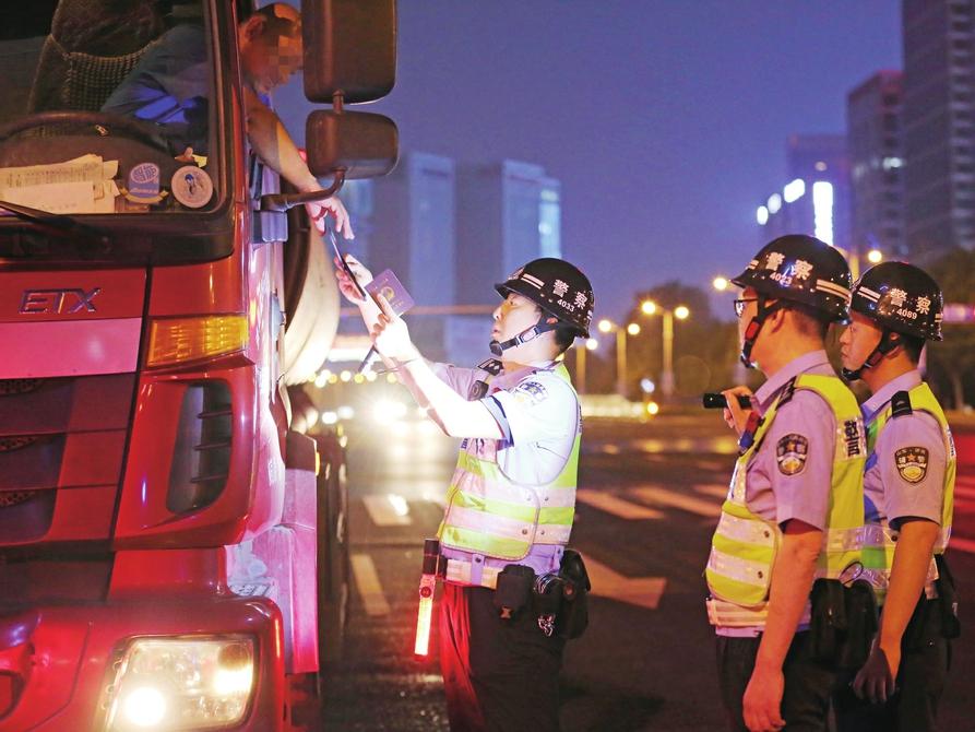 """四个线上观摩点全国展现交通安全工作成效 有一道风景叫济南交警""""减量控大"""""""