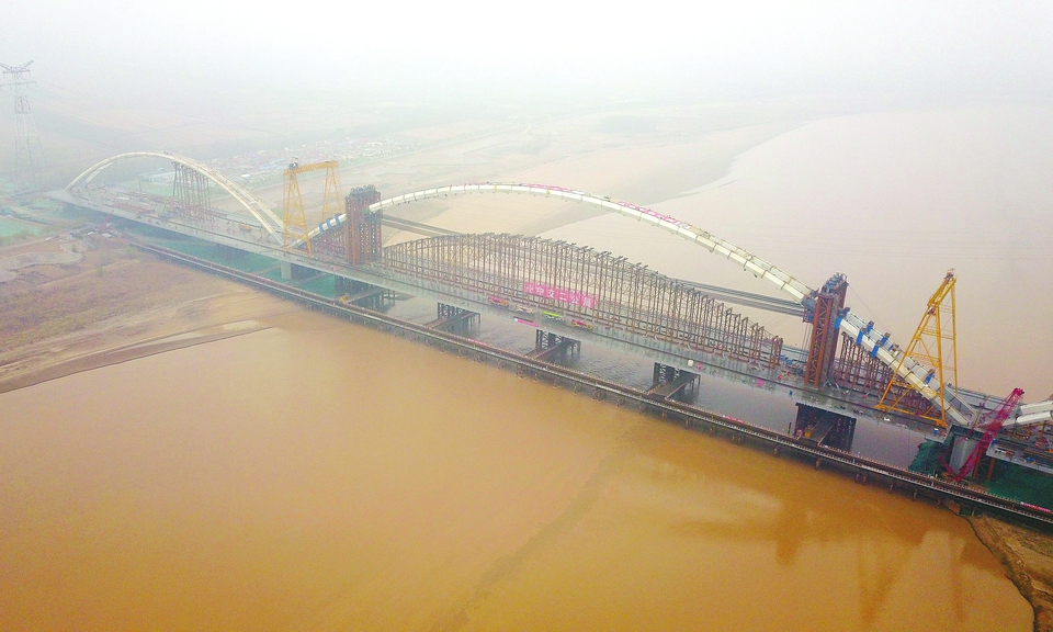 """""""黄河第一拱、世界第一吊"""" 齐鲁黄河大桥主跨拱肋合龙"""