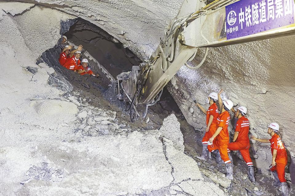 全线167座隧道全部贯通 中老铁路预计年底开通运营