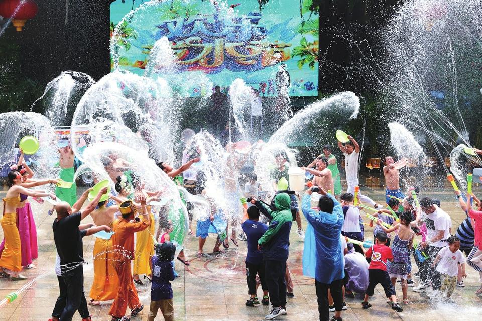 网络中国节·端午|泼水狂欢九顶塔