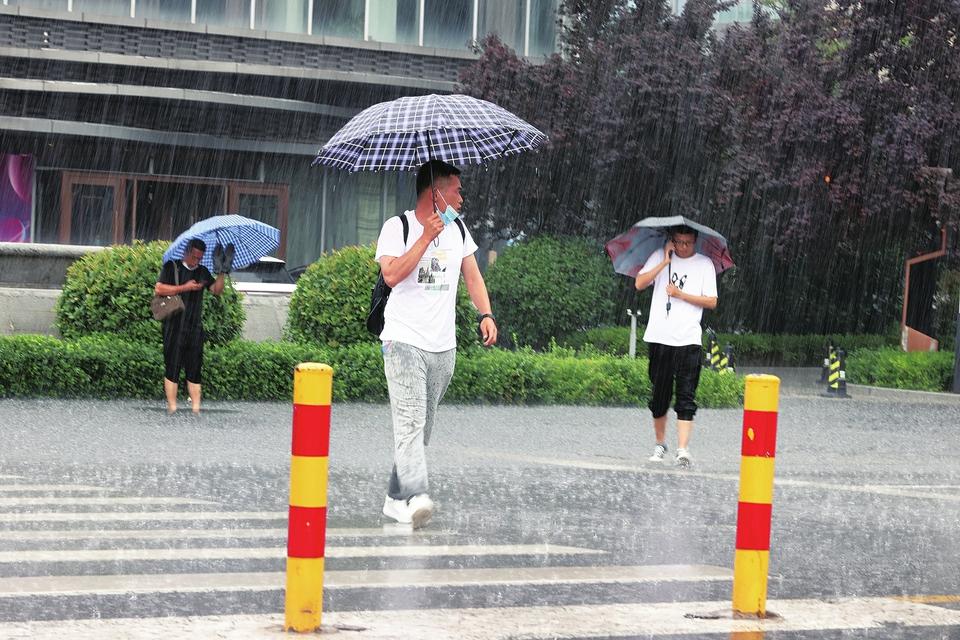 短时强降水昨日突袭市区 未来三天雷雨不断