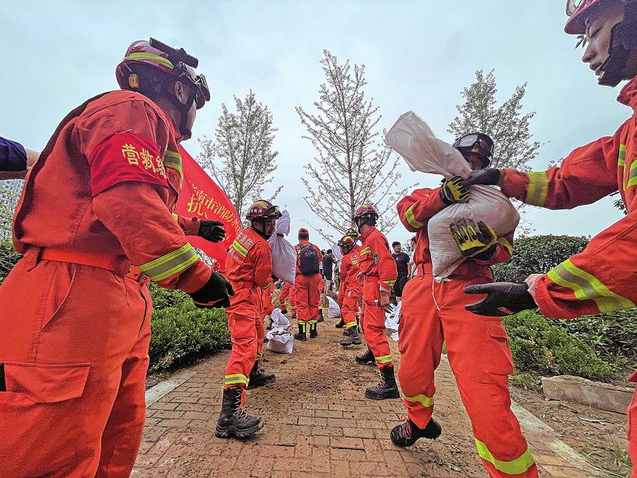 山东消防274名指战员跨区域增援河南