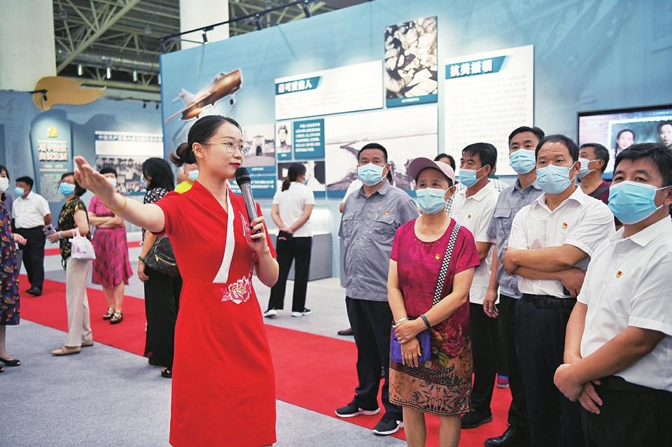 """在最""""红""""的岗位讲好""""百年党史""""!37位解说员成济南市庆祝中国共产党成立100周年主题展靓丽风景线"""